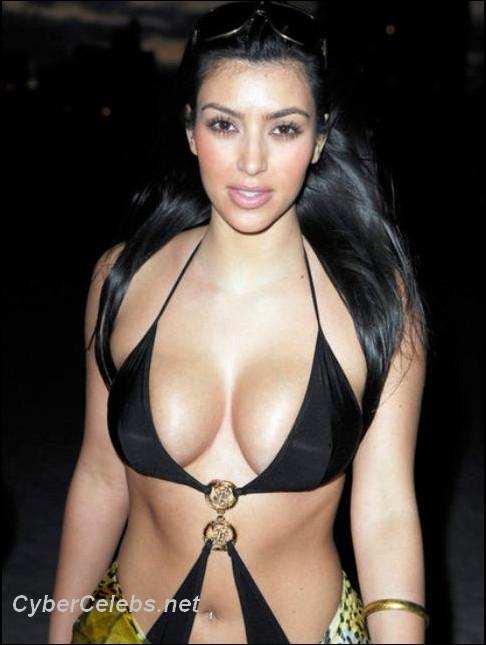 Kim Kardashian Showing Her Tits 118