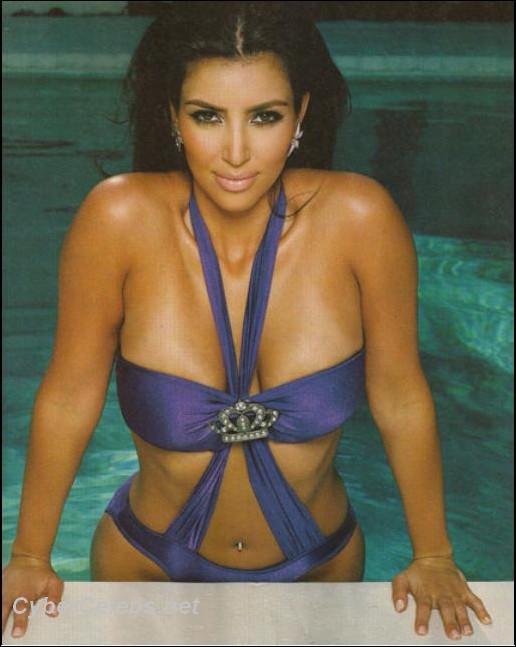 Kim Kardashian Showing Her Tits 54